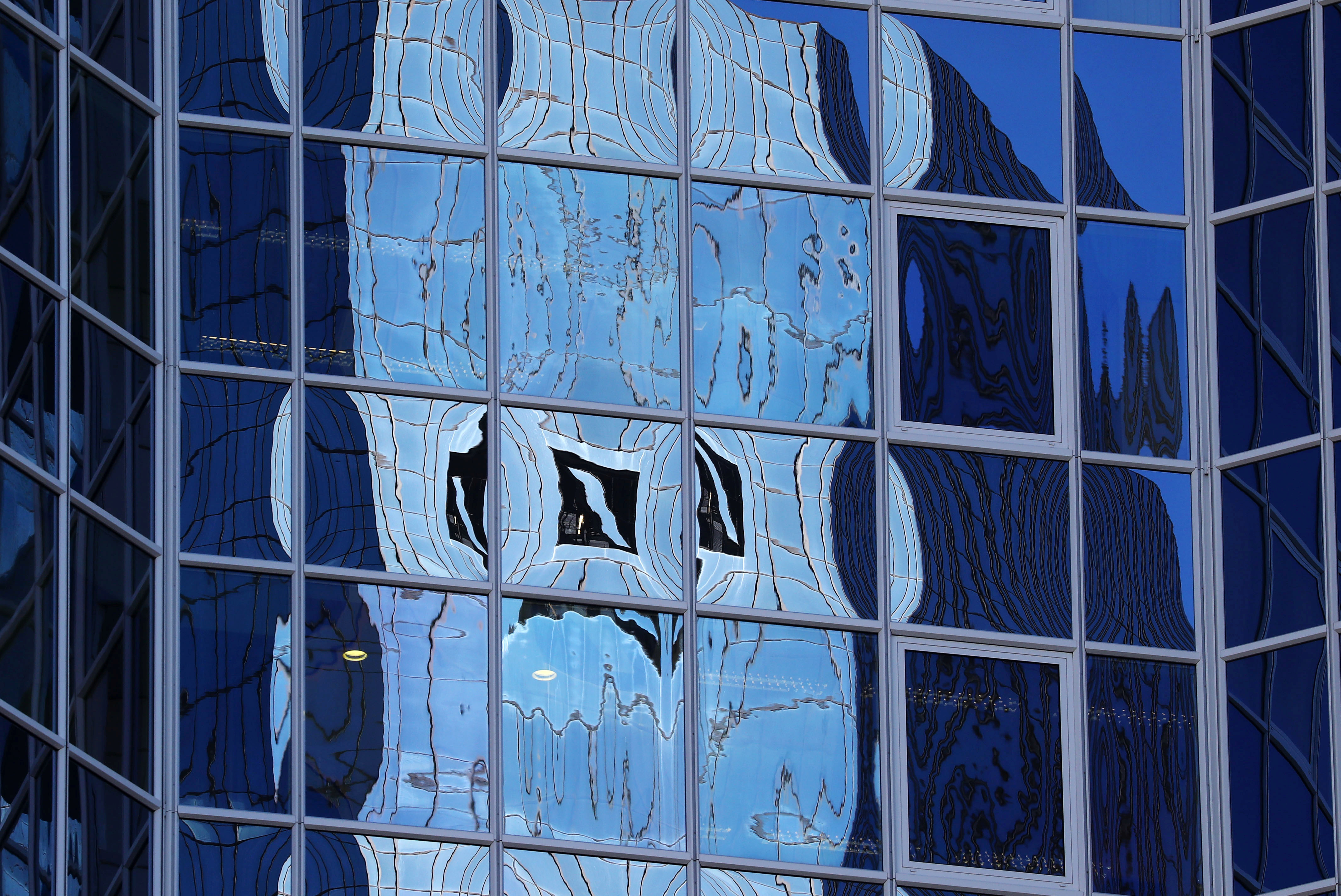 European stock markets slip as Deutsche Bank falls