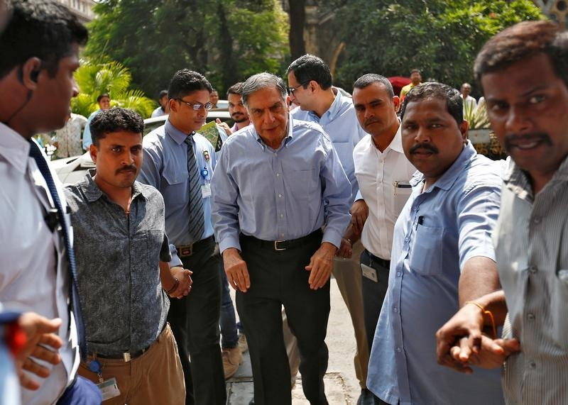 Caveats galore in Tata row: Mistry, company sue each other
