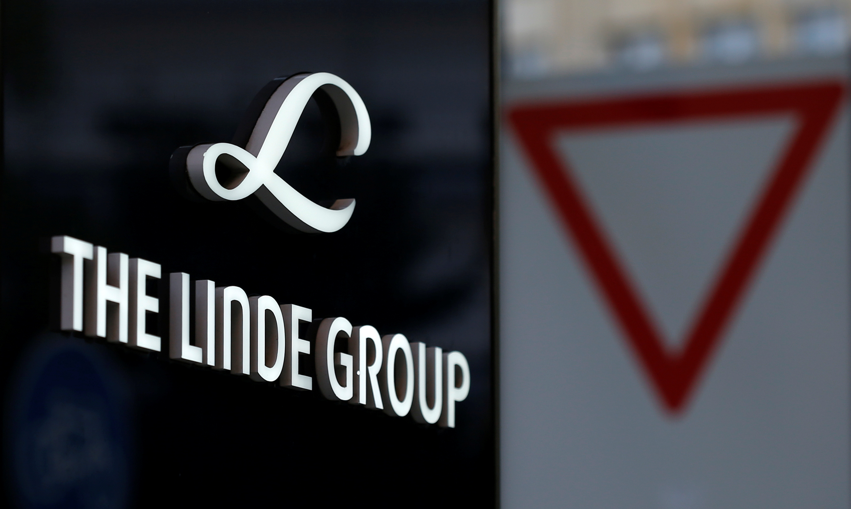 Praxair, Linde merger talks officially resume