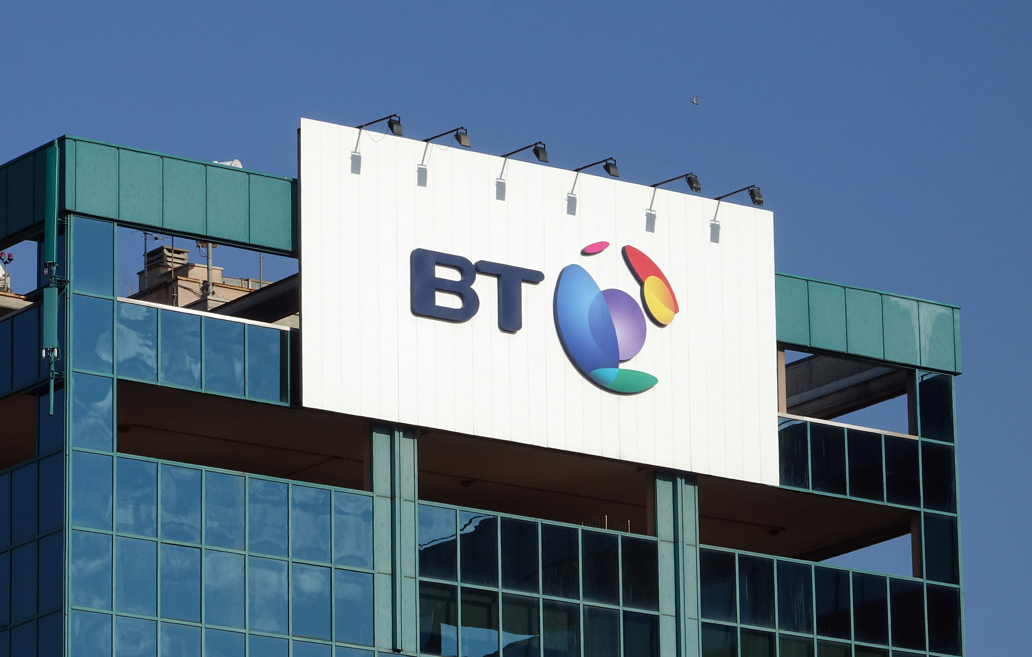 Orange reduces BT stake with share sale, bond offering