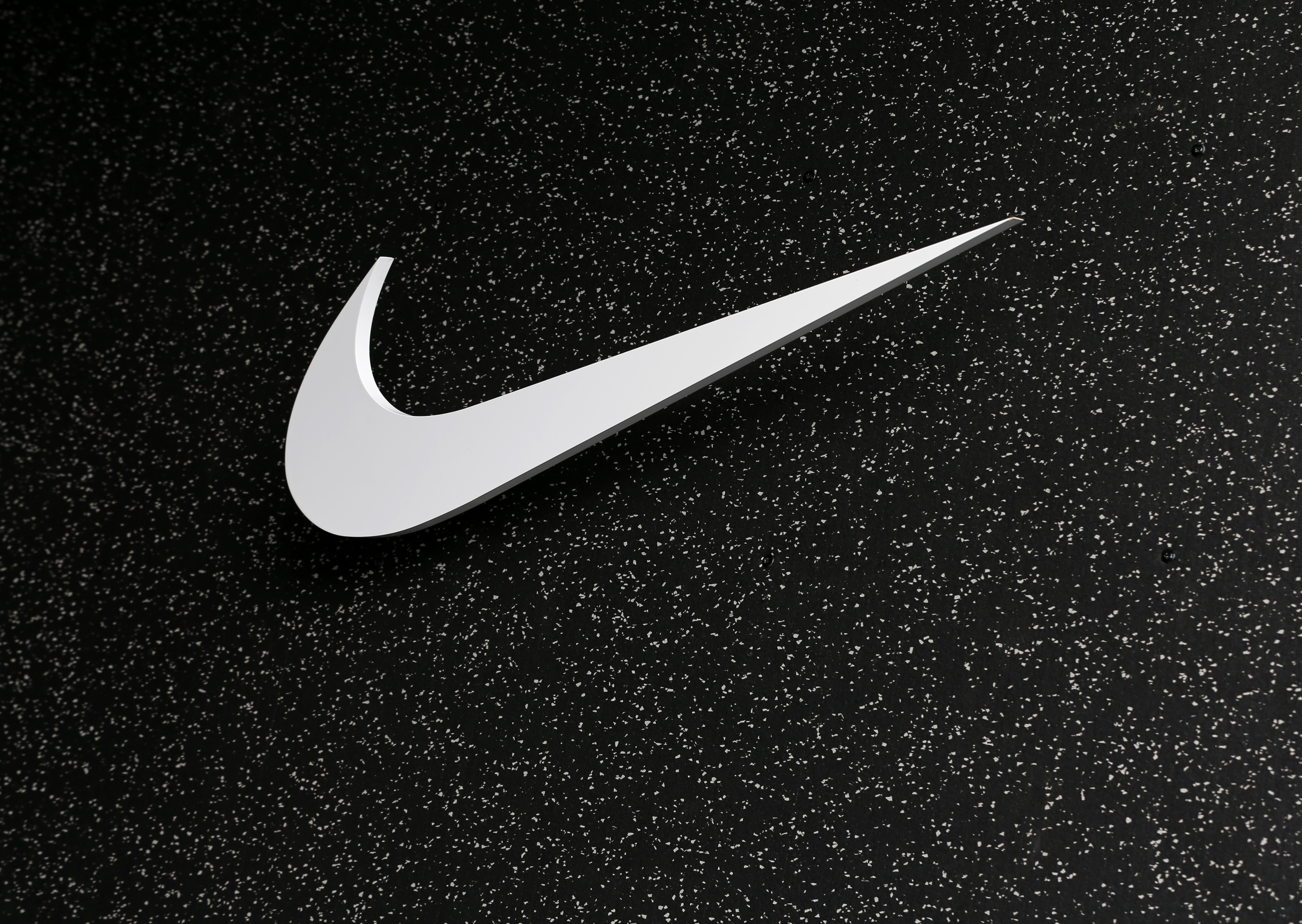 Here's Why Nike Inc (NYSE:NKE) Opening Store on Amazon.com
