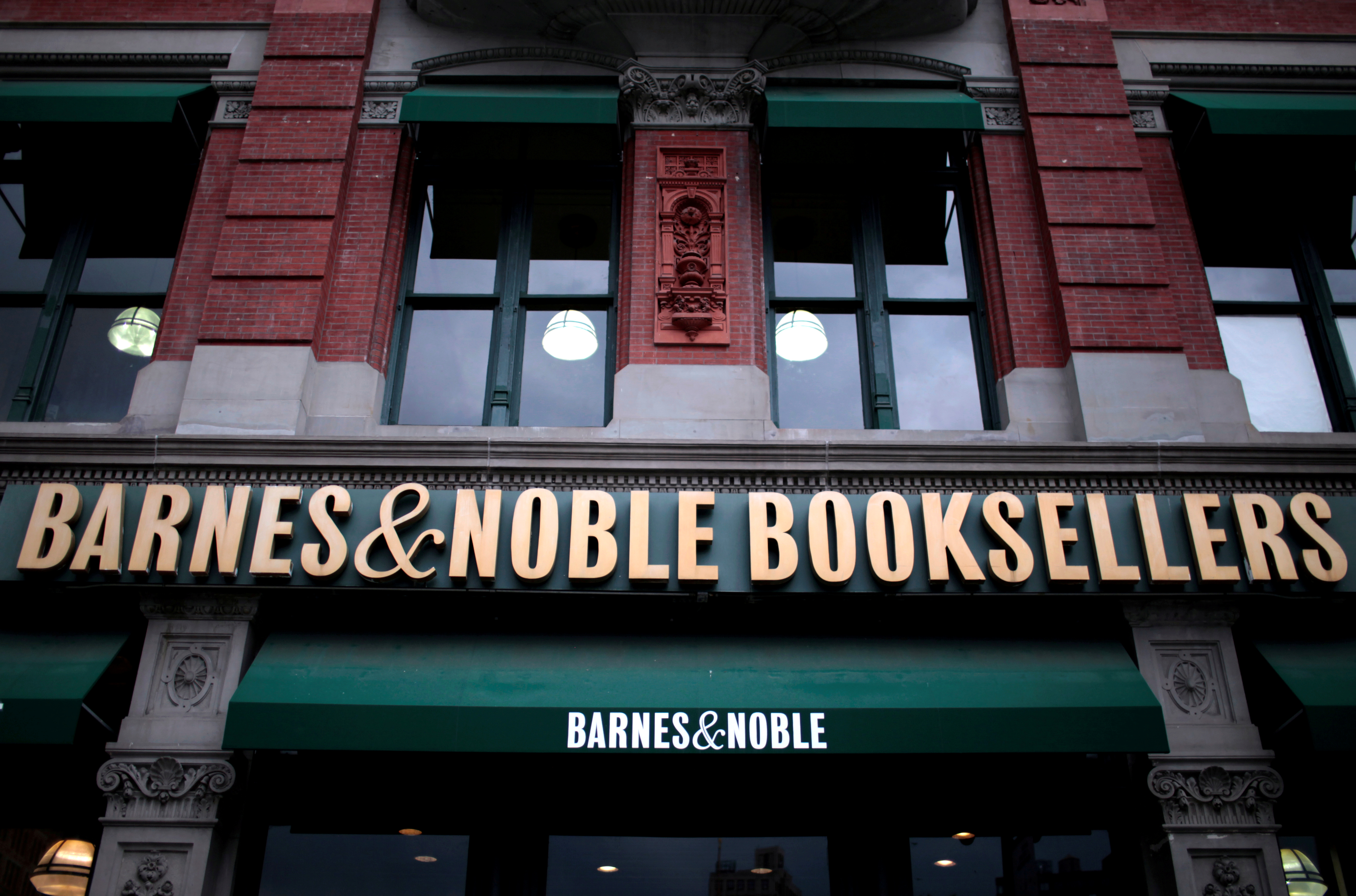 what is the m commerce capabilities of amazon and barnes noble Careers at barnes & noble mission barnes and noble aims to provide a varied choice of books that cater to a broad spectrum of consumers, and that is available through an accessible and.