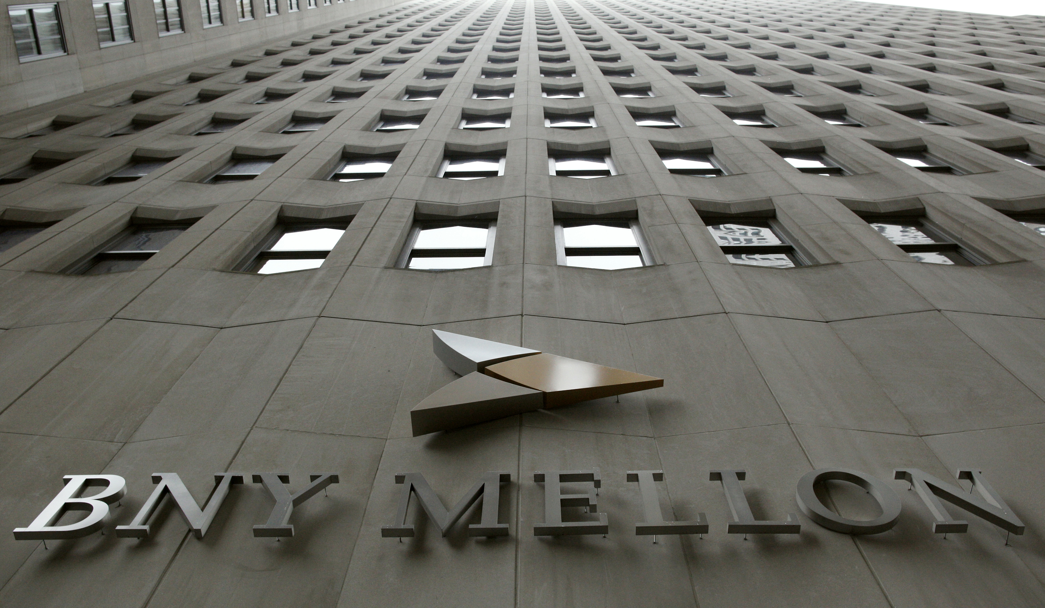 BNY Mellon taps Visa's former CEO Charles Scharf as new leader