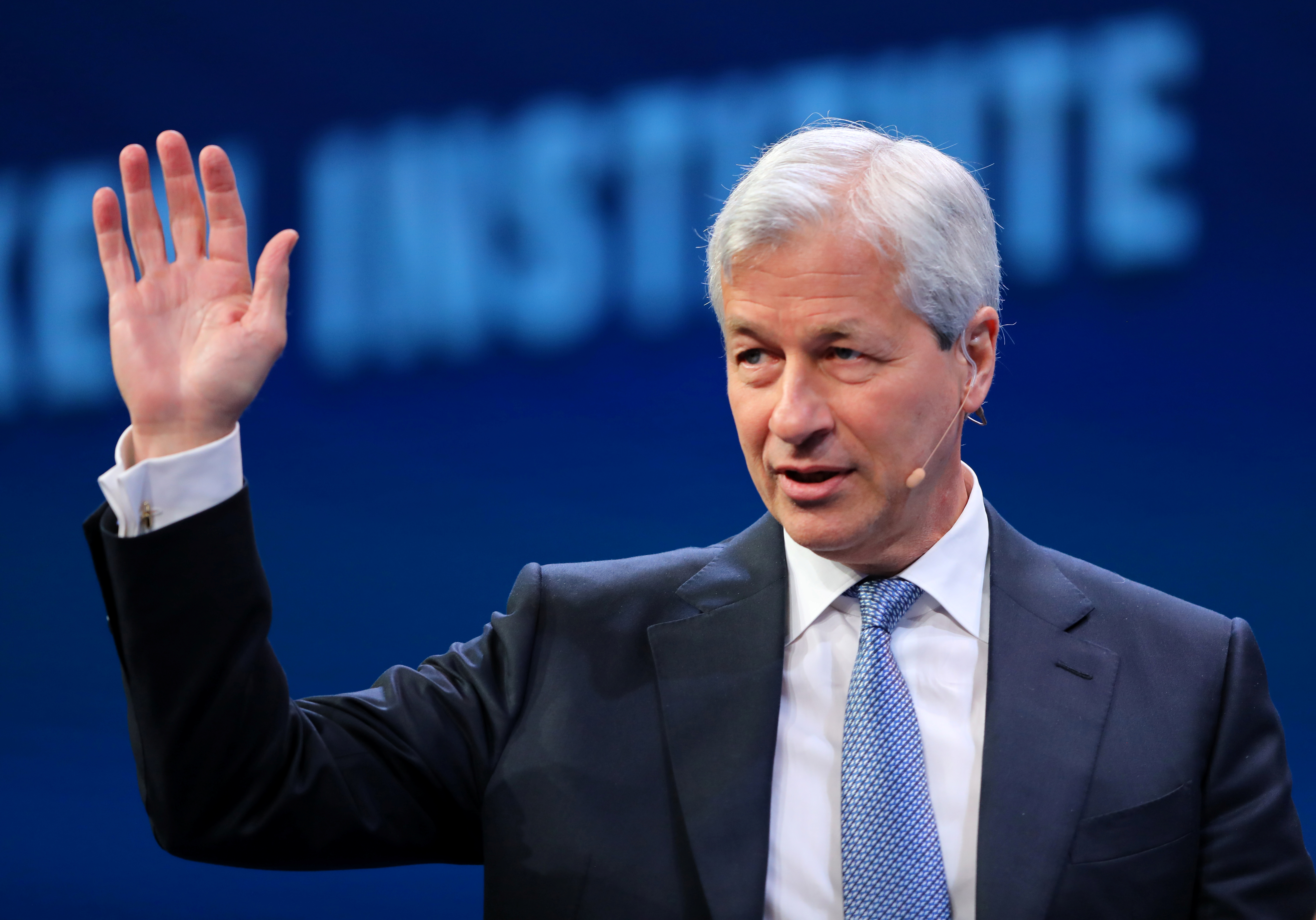 JPMorgan gives Dimon freedom to outstay welcome