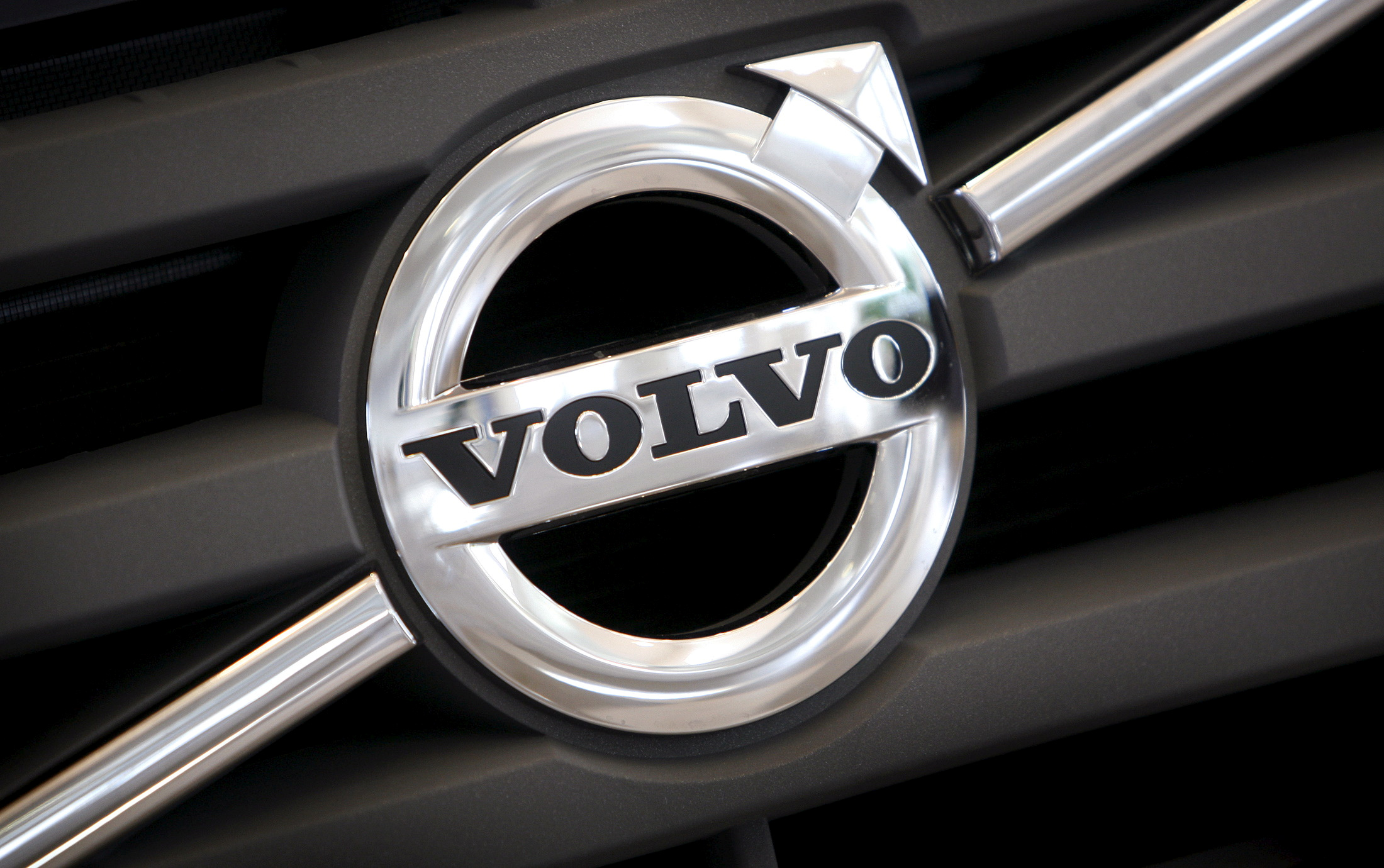 China's Geely takes $3.3 bln stake in Swedish truckmaker Volvo