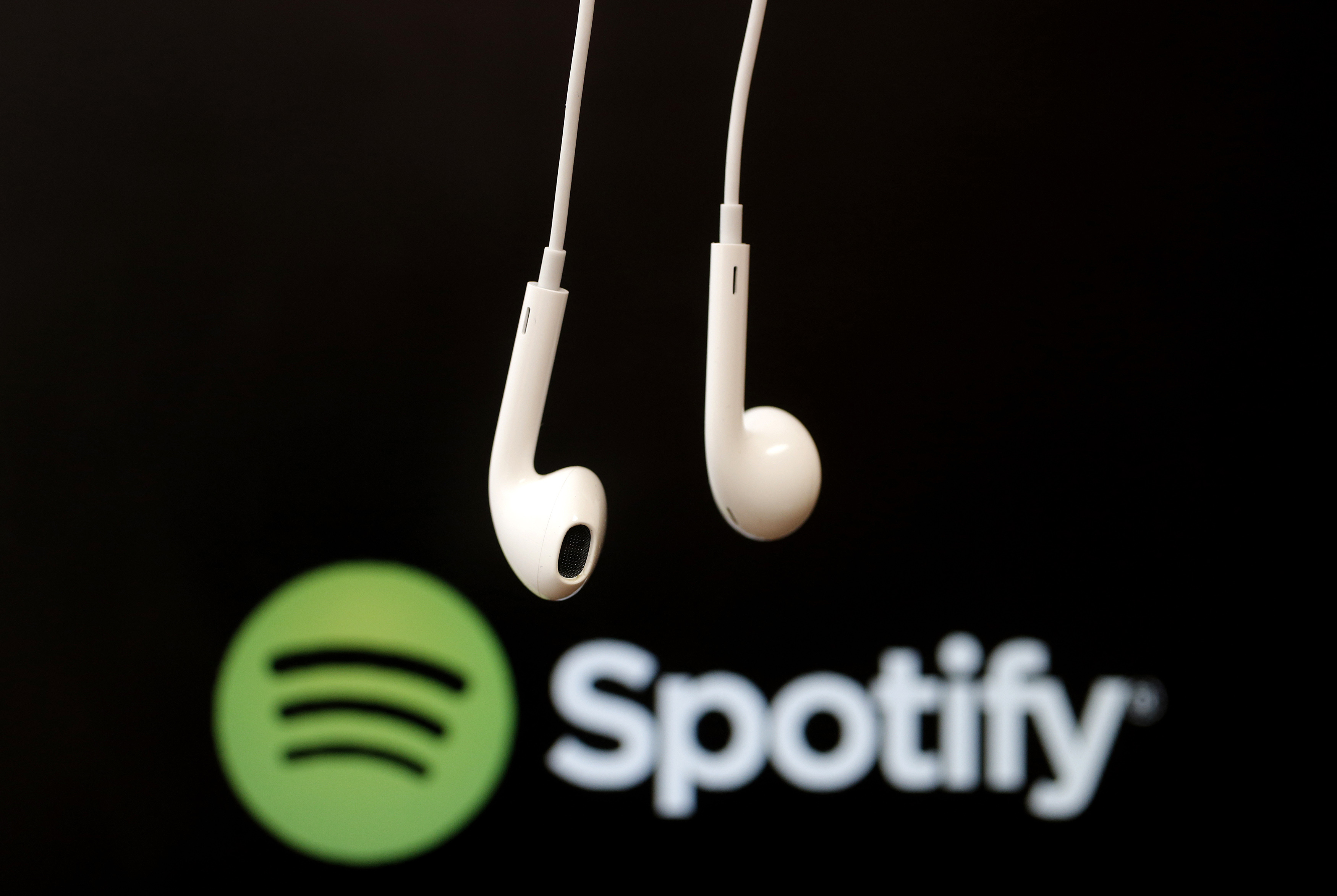 Spotify sees revenue growth ahead of April IPO