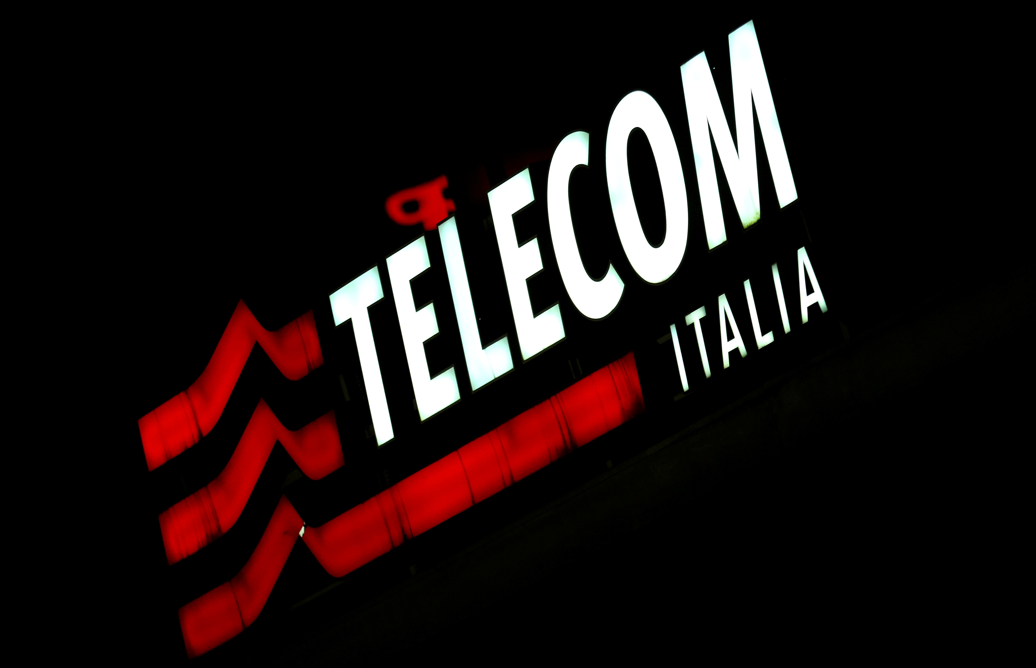 U.S. hedge fund wins control of Telecom Italia board