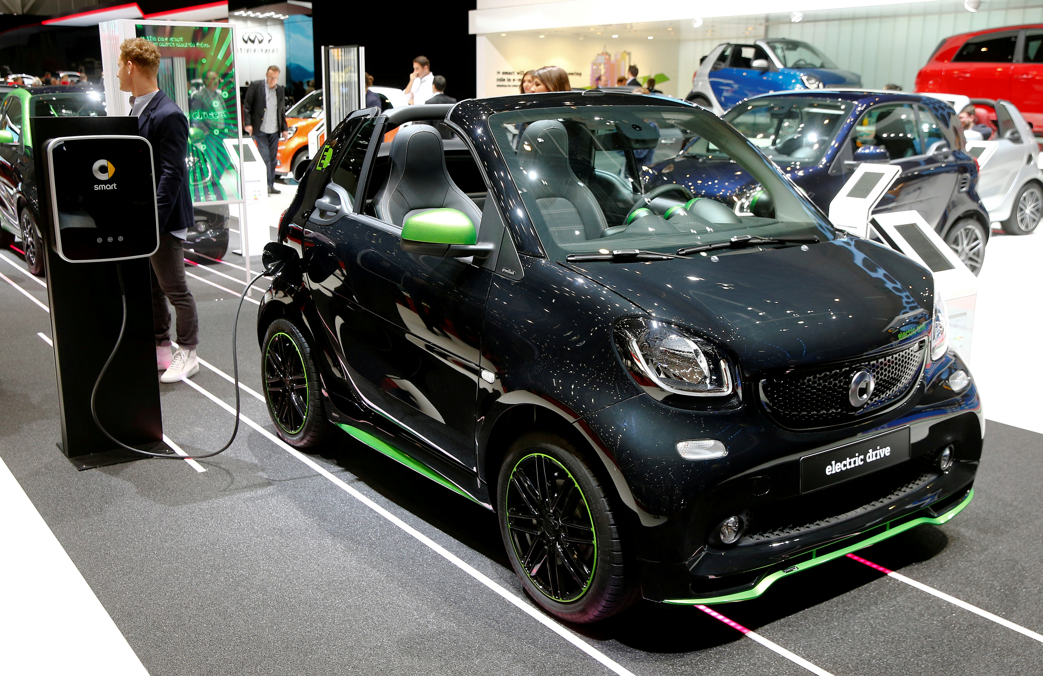 Geely takes 50% stake in Smart from Daimler