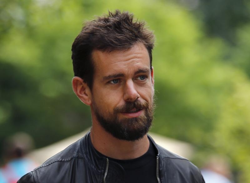 New Twitter CEO flaps with one wing behind back